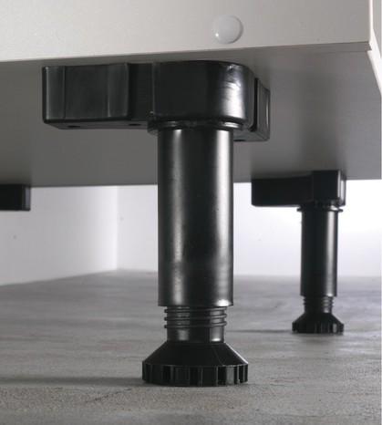 Plinthe et pieds de meuble de cuisine